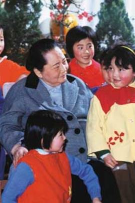 宋庆龄与孩子们( 1985 )