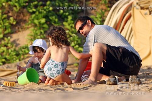... 与二女夏威夷度假 俏爹萌娃共享天伦– Mtime时光网