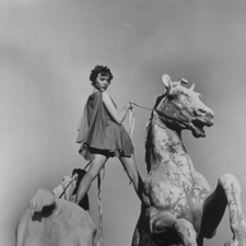写真 #05:卡罗琳·琼斯 Carolyn Jones