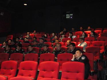第一书记首映 党员干部团体来影城观影